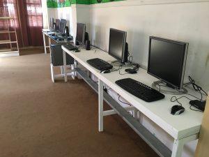 Cepudo computadoras y estufa casa de niños (1)