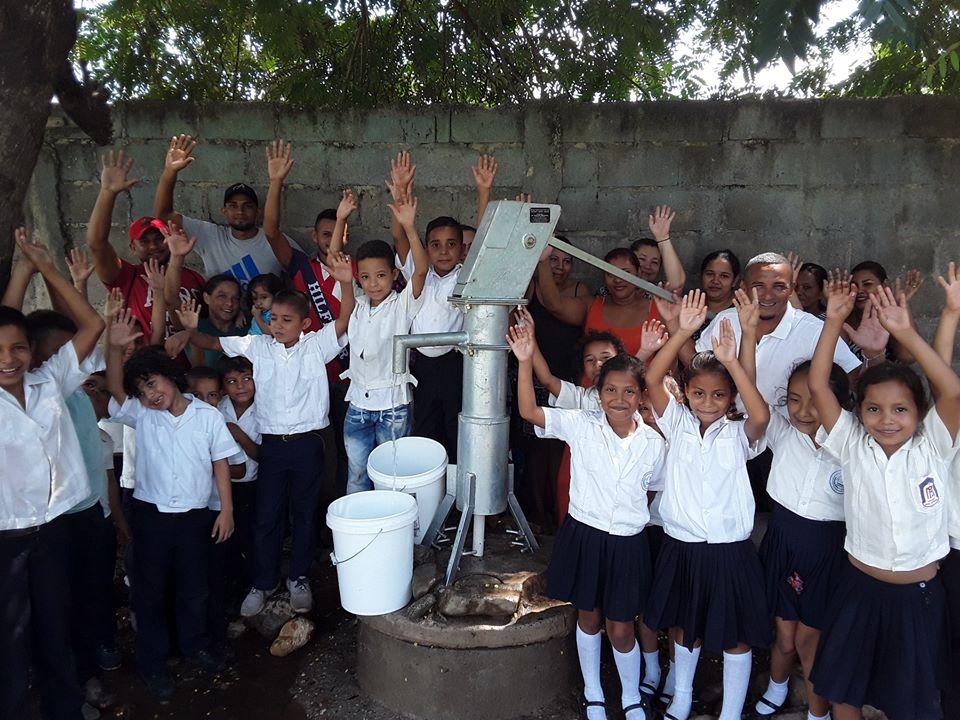 Pozo de Agua en Escuela Esteban Guardiola