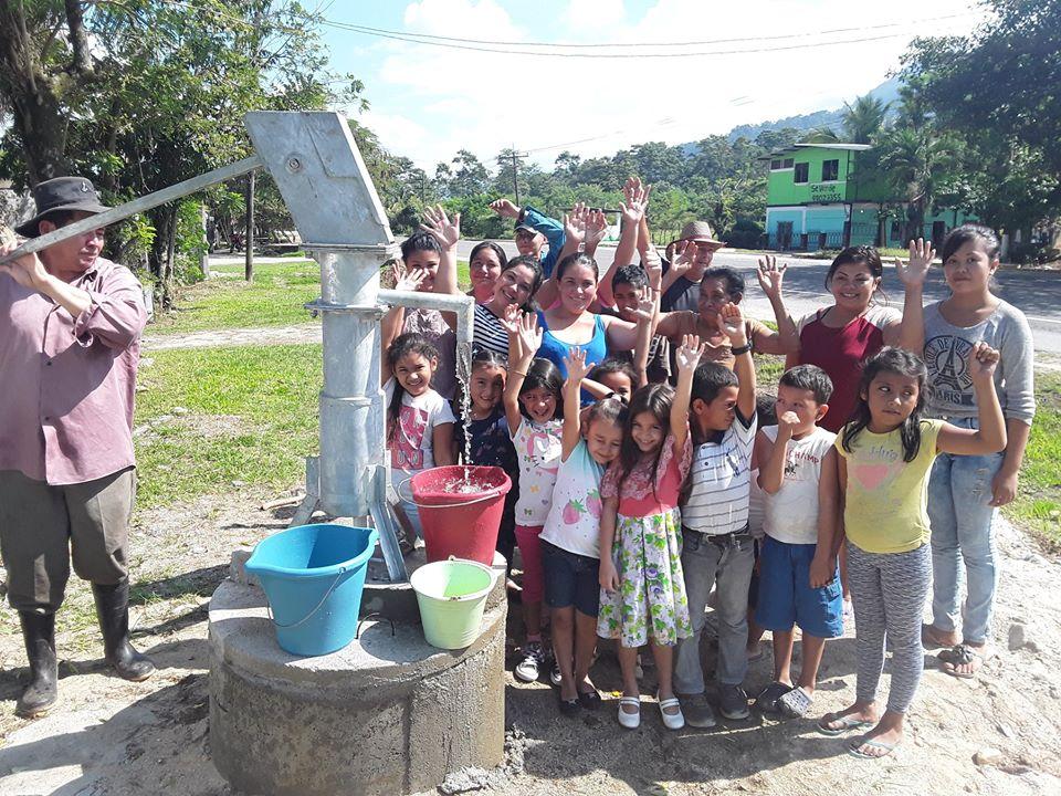 Entrega de pozo de agua en la Comunidad Los Martinez en Omoa, Cortés