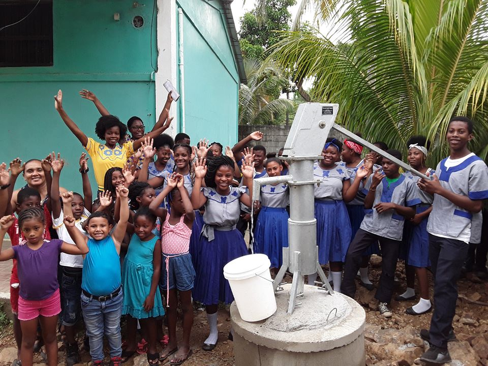 Entrega de pozo de agua en la Escuela Francisco Morazán en Bajamar, Cortés