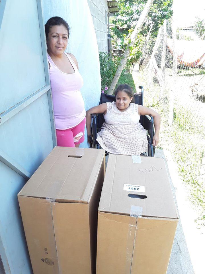 Donación a familias con necesidades especiales en Comunidad Hermanos en Cristo