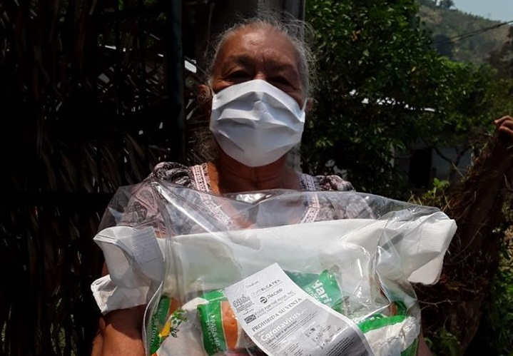 Adopt a Grandparent food bag delivery in Rio Blanquito