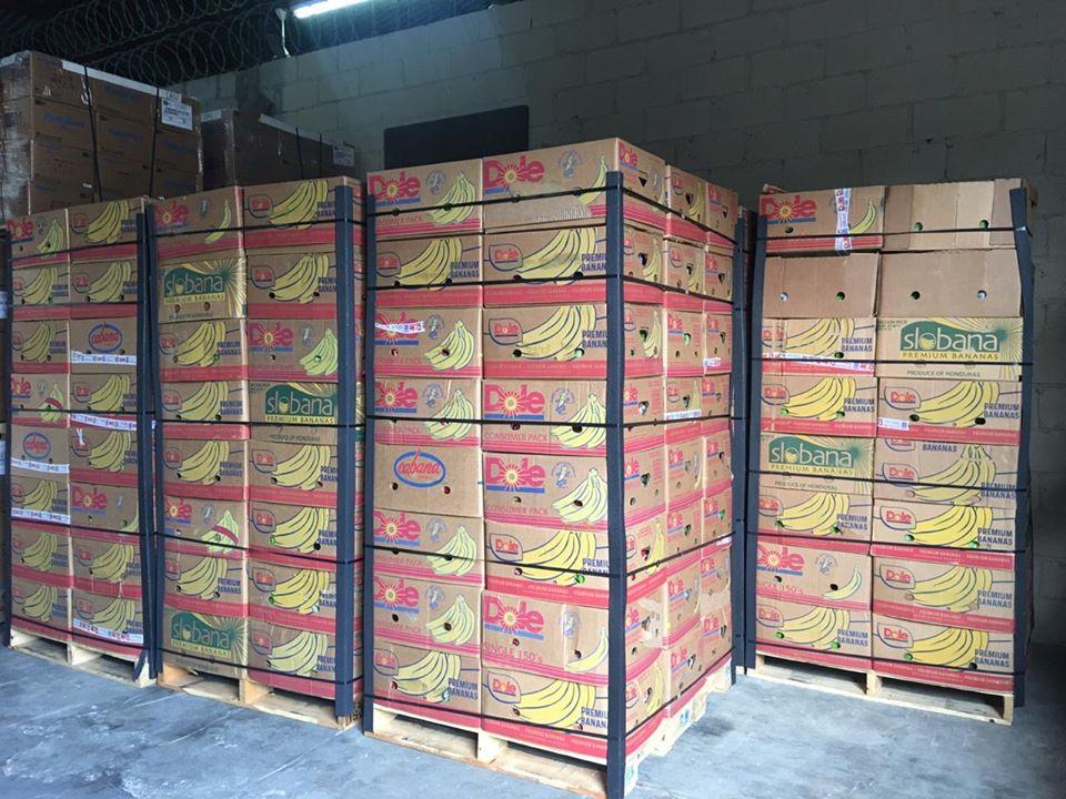 Donación de un contenedor de bananos gracias a la solidaridad de Standard Fruit de Honduras / DOLE