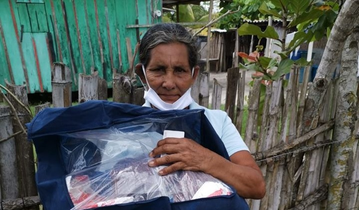 Entrega de bolsas de ayuda en Barra de Cuyamel, Barra de Motagua, Chachahuala y alrededores