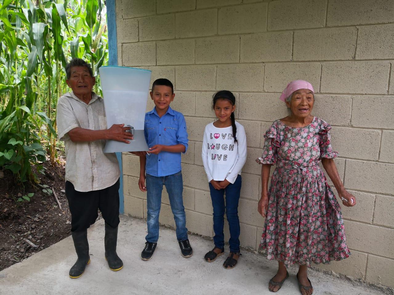 Donación de 4 viviendas en Lempira