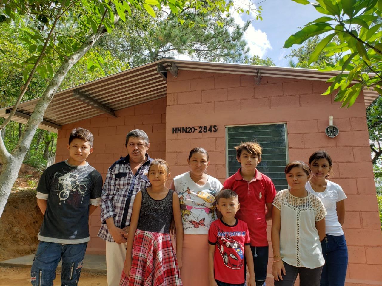 Una casa nueva, digna y segura para Dilcia y su familia