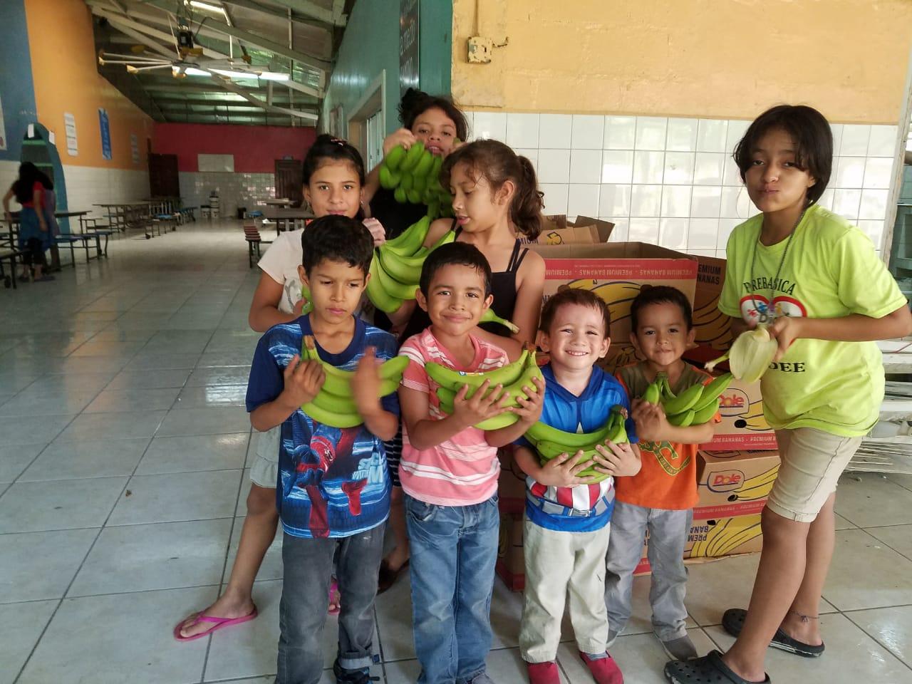 Agradeciendo a la Standard Fruit de Honduras / DOLE