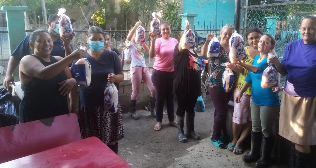 Donación de 150 Pollos Sabroso en Sector Chamelecón