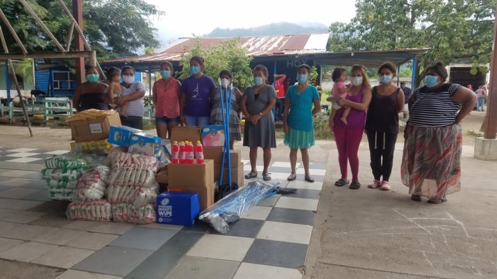 Entrega de Donaciones en Albergue ubicado en la Escuela Petronila C de Villalobos, El Progreso, Yoro.