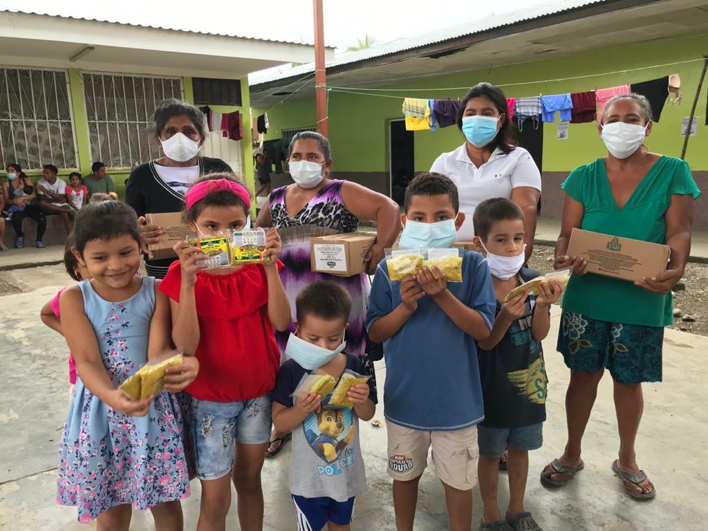 Entrega de vivieres en distintos albergues de Comunidades de El Progreso, Yoro.