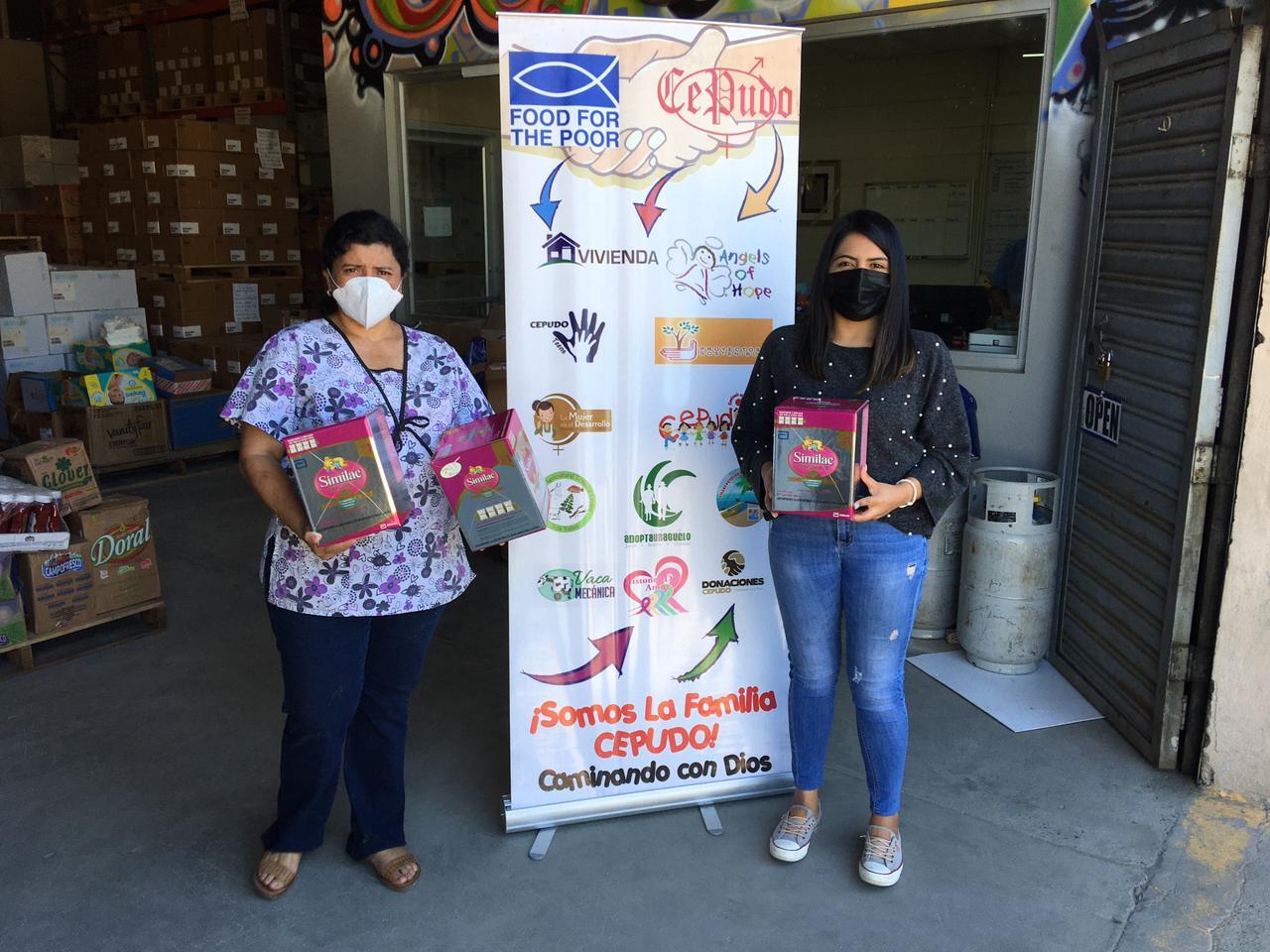Thankful to Farmacia Simán for donating Similac milk